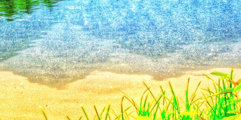 駒ケ根高原の水面に映る中央アルプス